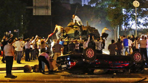 Tanks in the street in Turkey. Image Source: http://www.trbimg.com/img-5789788e/turbine/la-fg-turkey-coup-pictures-20160715-028/900/900x506